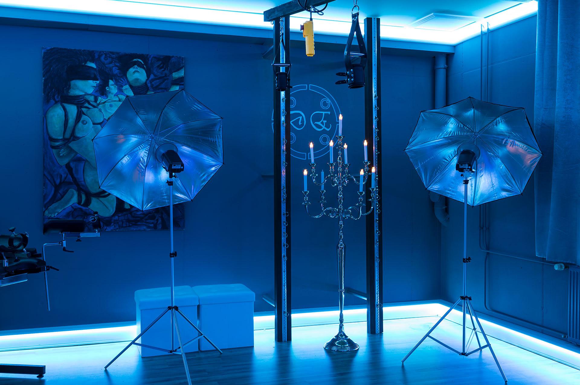 Dark Elements Studio Lichtequipment Elinchrom Blitzköpfe und Dauerlicht - BDSM Mietstudio, Fetisch, Mietstudio